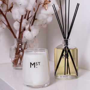 MOSS STREET - GARDENIA SCENTED SOY CANDLE
