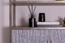 Load image into Gallery viewer, MOSS STREET - SUEDE & VIOLET SCENTED DIFFUSER