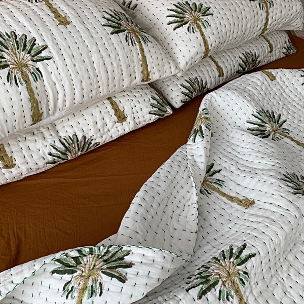 Green jewel palm tree padded quilt