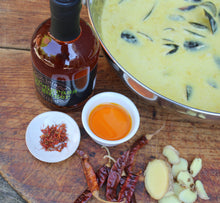 Load image into Gallery viewer, Lemongrass & Ginger Chilli Oil