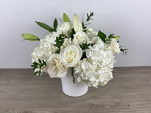 Load image into Gallery viewer, Simply White Sympathy Arrangement