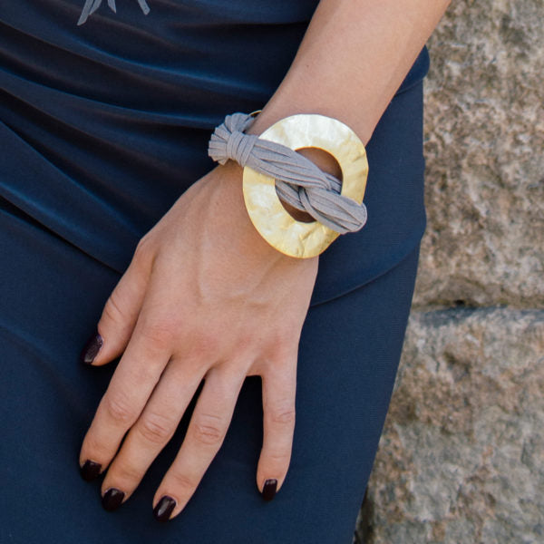 TAUPE WITH MATT GOLD MAGNET CLOSE BRACELET
