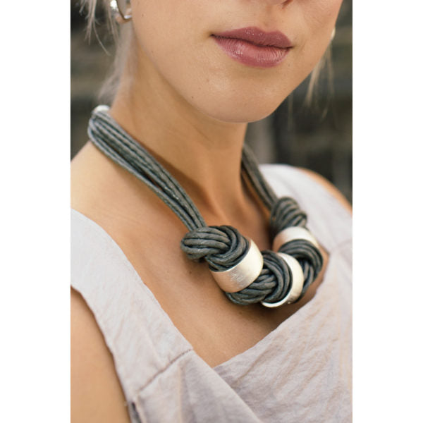 DARK GREY AND SILVER CHUNKY NECKLACE