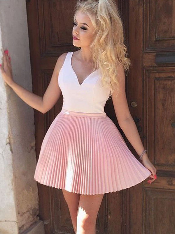 Applique Pleated V Neck Sleeveless A-Line/Princess Cut Short Mini Homecoming Dresses