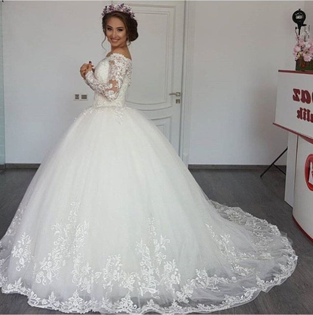 2021 New Arrival Off Shoulder Long Sleeves Lace Ball Gown Wedding Dresses / Bridal Gowns