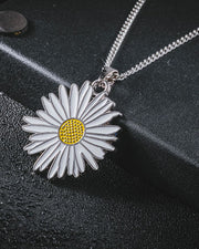 Street Daisy Pattern Pendant Necklace