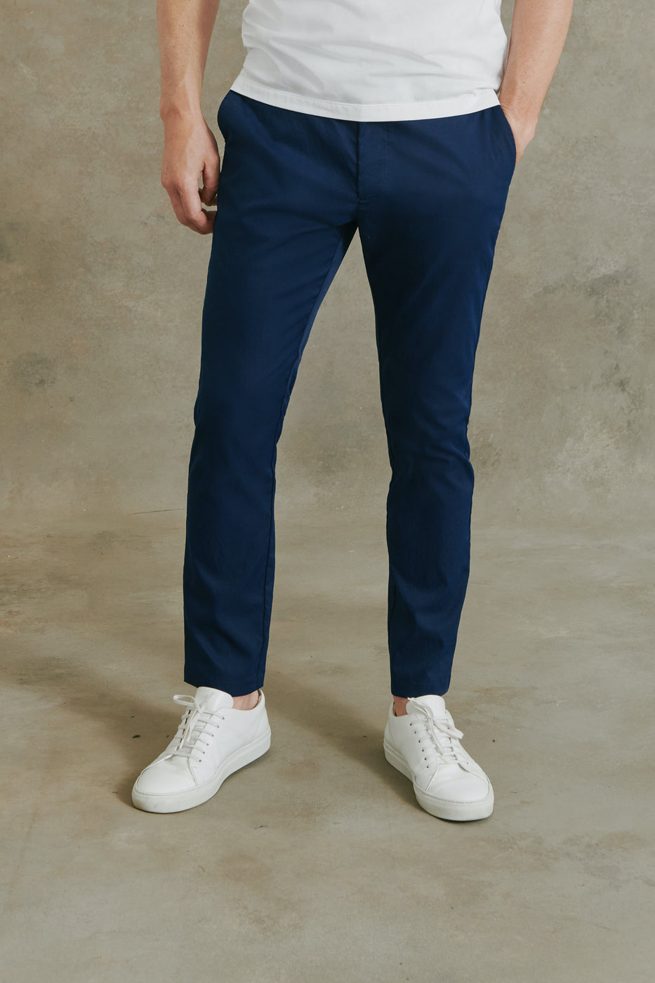Load image into Gallery viewer, Harvey Performance Chino Pant in Navy
