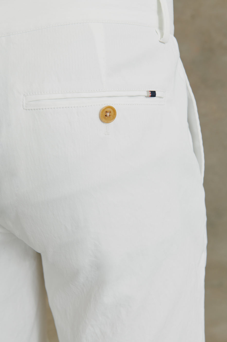 Load image into Gallery viewer, Harvey Performance Chino Shorts in White