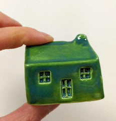 Ceramic Scottish bothy/plain style - different colours available