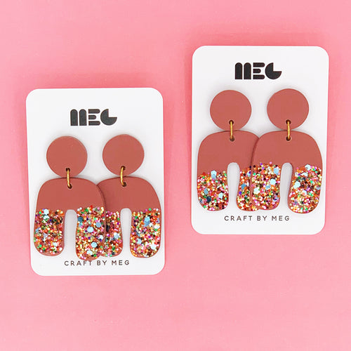 MAROON & RAINBOW GLITTER DIP CLAY EARRINGS