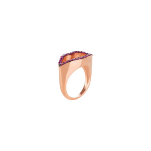 Lips Silhouette Ruby Ring (yellow gold)