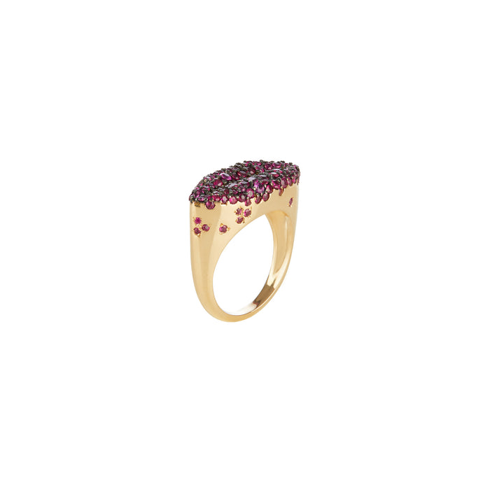 Smudged Lips Ruby Ring (yellow gold)