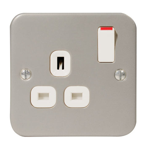 MC521 - 1 Gang 13 Amp Switched Socket Outlet - Metallic