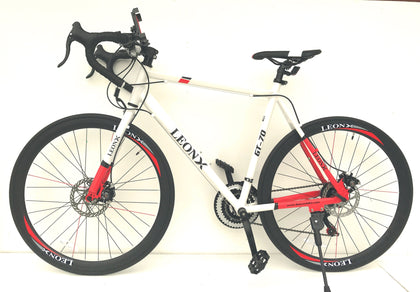 Road racing bike/ bicycle 700c wheels & 21 shimano gears lightweight 56cm frame white or black