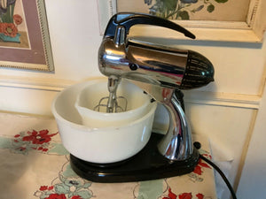 Vintage SUNBEAM Mixmaster Chrome Stand Mixer Beaters Mixing Bowls juicer