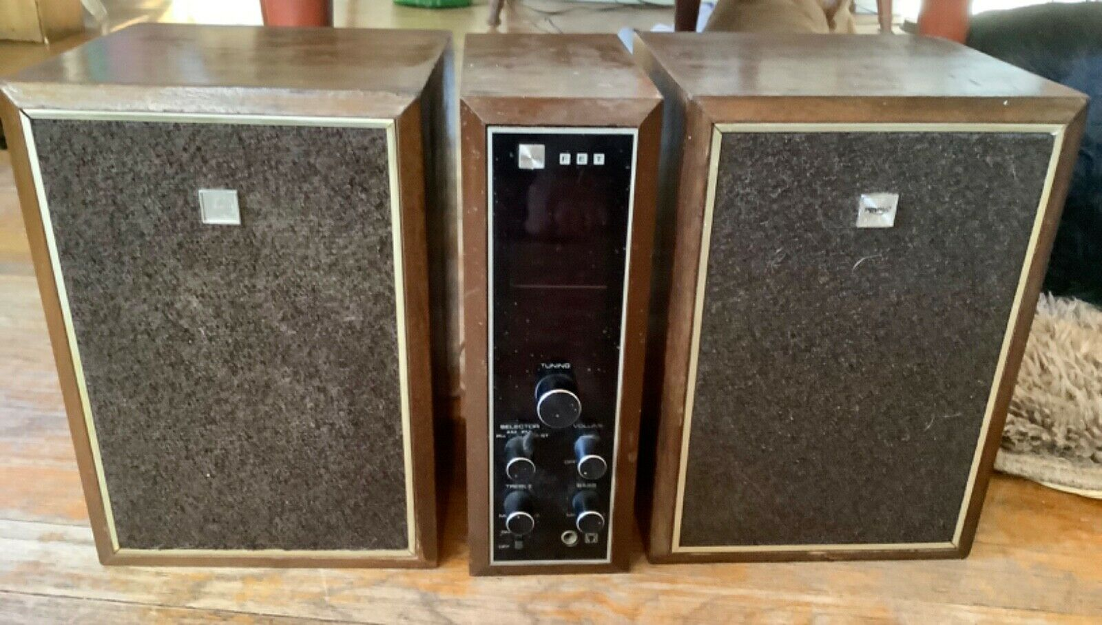 Vintage Toshiba Stereo transistor radio  w/ Speakers Model #24A-550 M