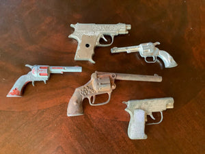 Lot 5 Vtg  toy cowboy cap guns( non working) target hawk deputy hubley smoky