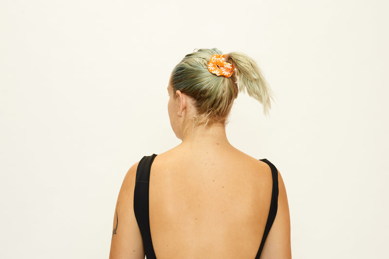 SCRUNCHIE - ORANGE DAISY