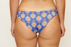 Jaki Bottoms – Wallpaper Daisy