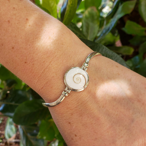 Cat's Eye Shell Bracelet with Wavy Sterling Silver Band