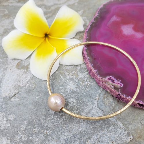 Hammered Gold Bangle Bracelet with Pink Edison Pearl