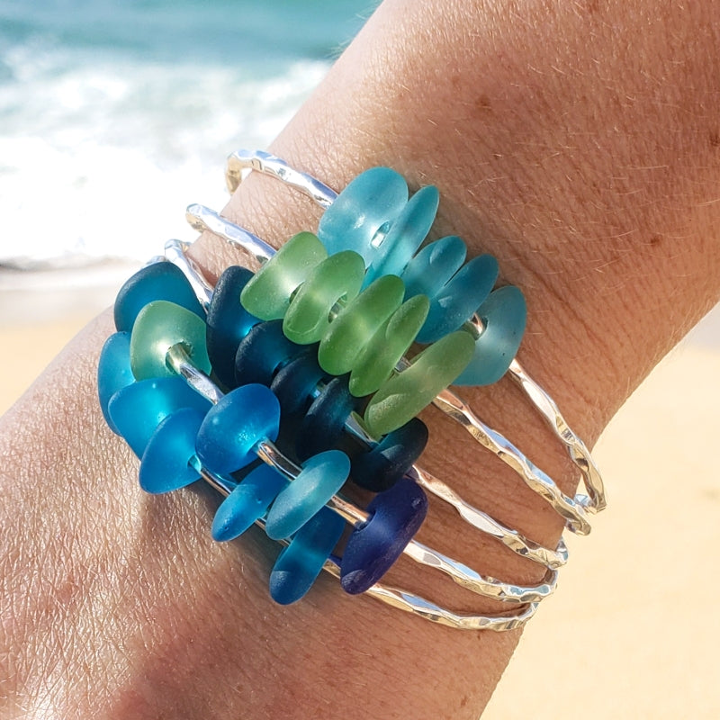 Hammered Bangle with Ocean Color Glass Beads
