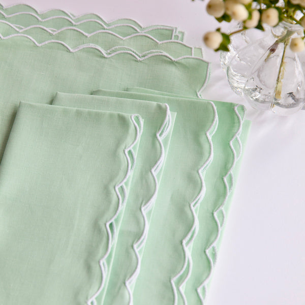 GREEN SCALLOPED LINEN NAPKINS & PLACEMATS - SET OF 4