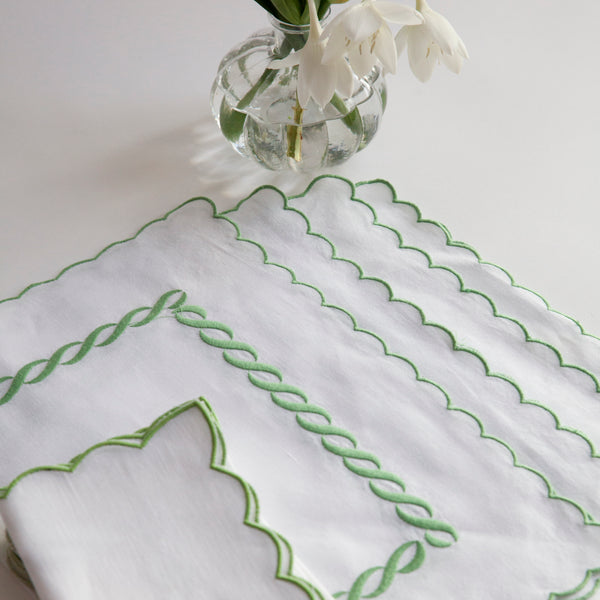 WHITE SCALLOPED NAPKINS & PLACEMATS - SET OF 4