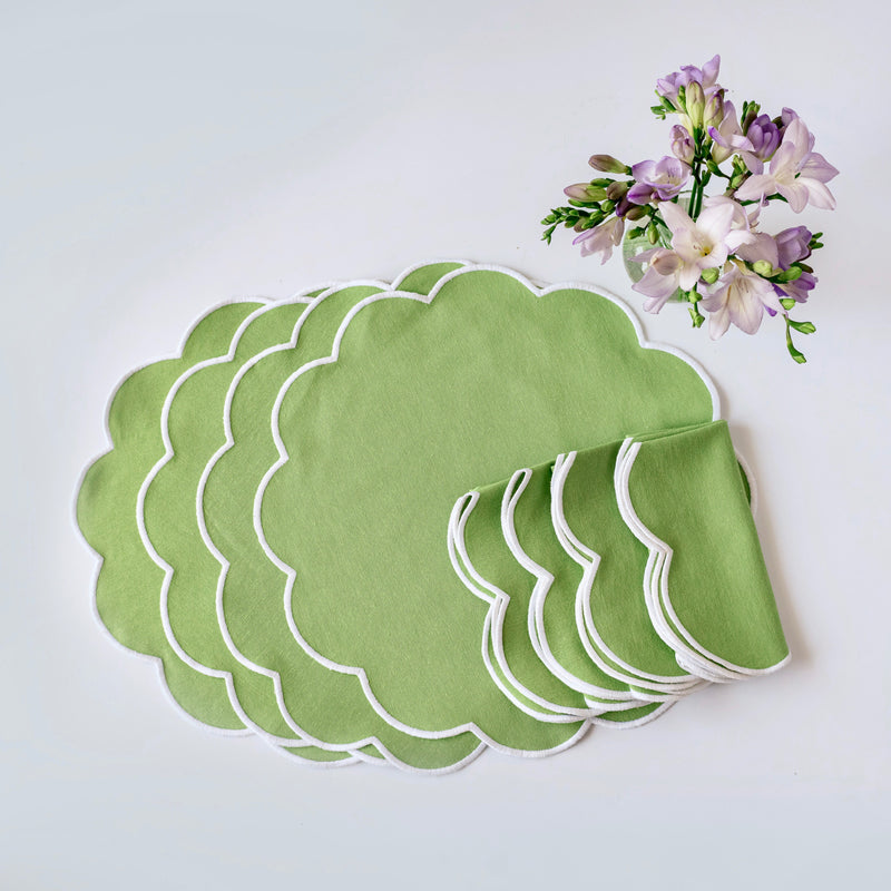 Summer Scalloped Apple Green Napkins & Placemats (Set of 4)