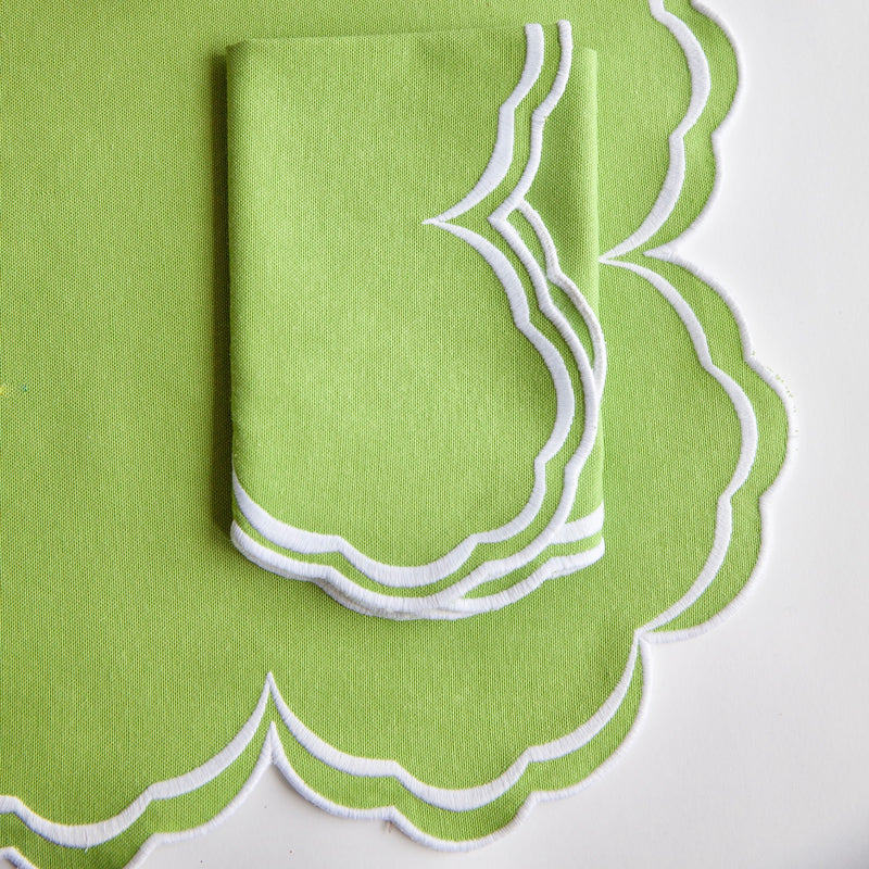 Serena Apple Green Scalloped Placemats (Set of 4)