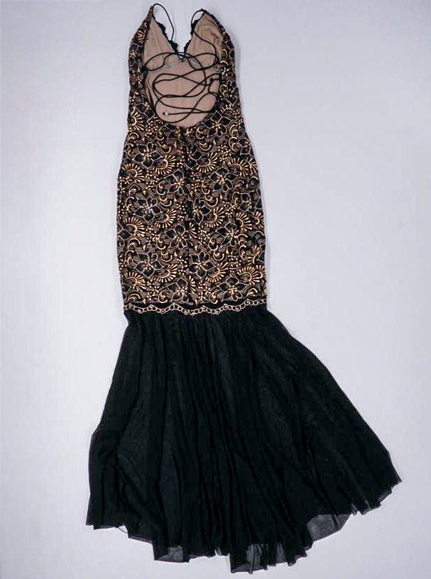 Formal Dress With Lace Detail Size M