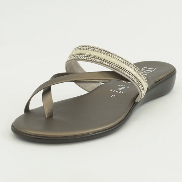 Kynlee-Champagne Sandals