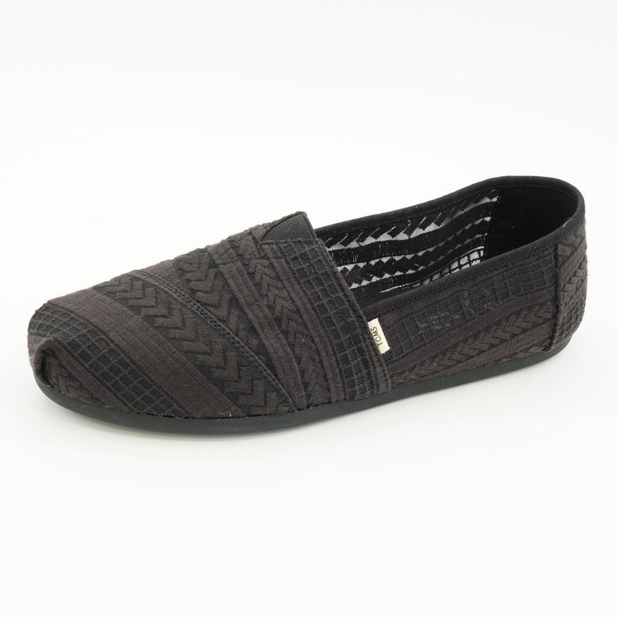Classic Black Arrow Embroidered Mesh Flats