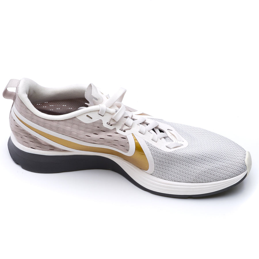 Zoom Strike Mujer Athletic Shoes Size 9