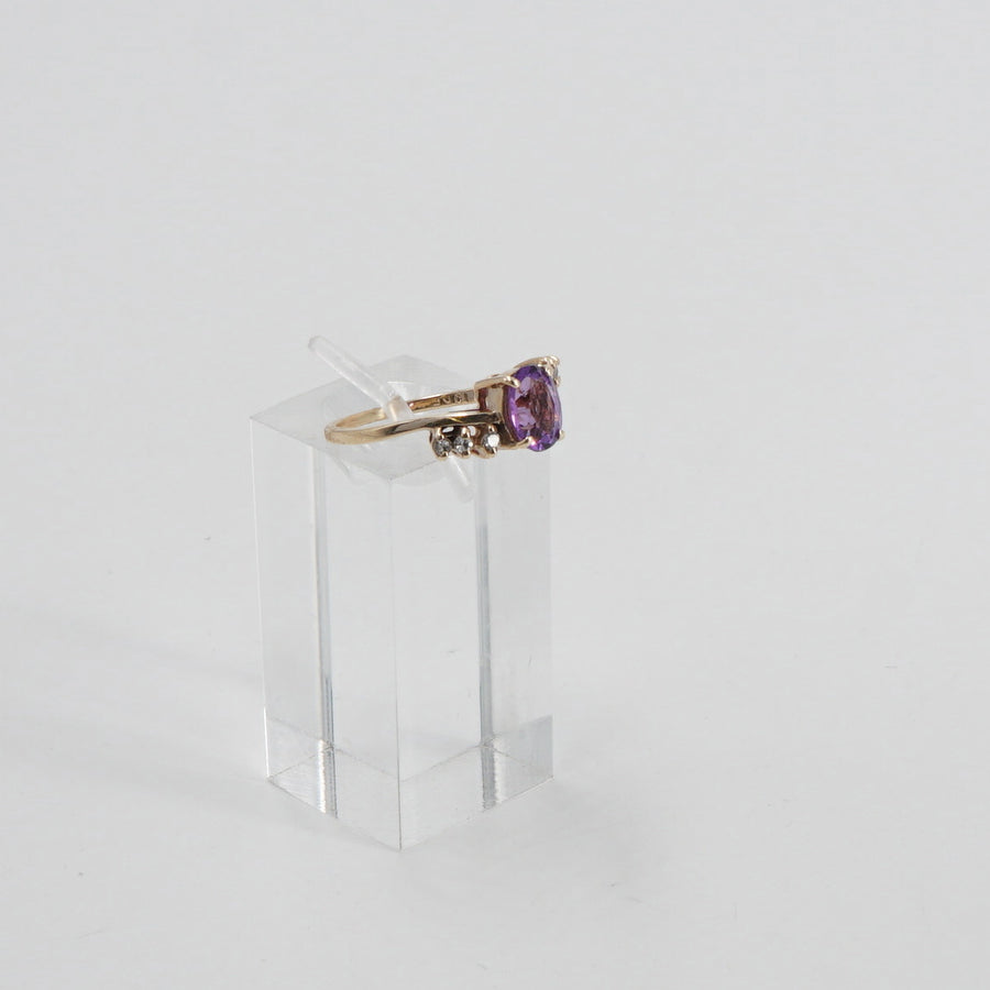 10K Oval Amethyst and Diamond Ring Size 5.5