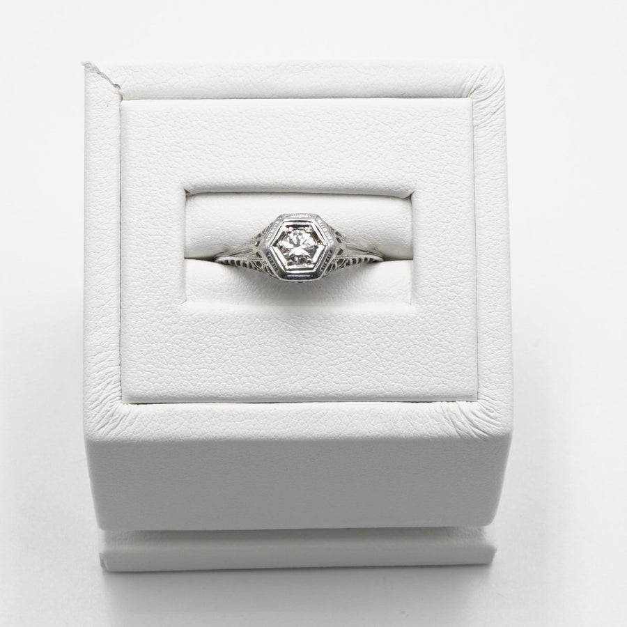 18K White Gold Art Deco Ring With Round Diamond - Size 5.5