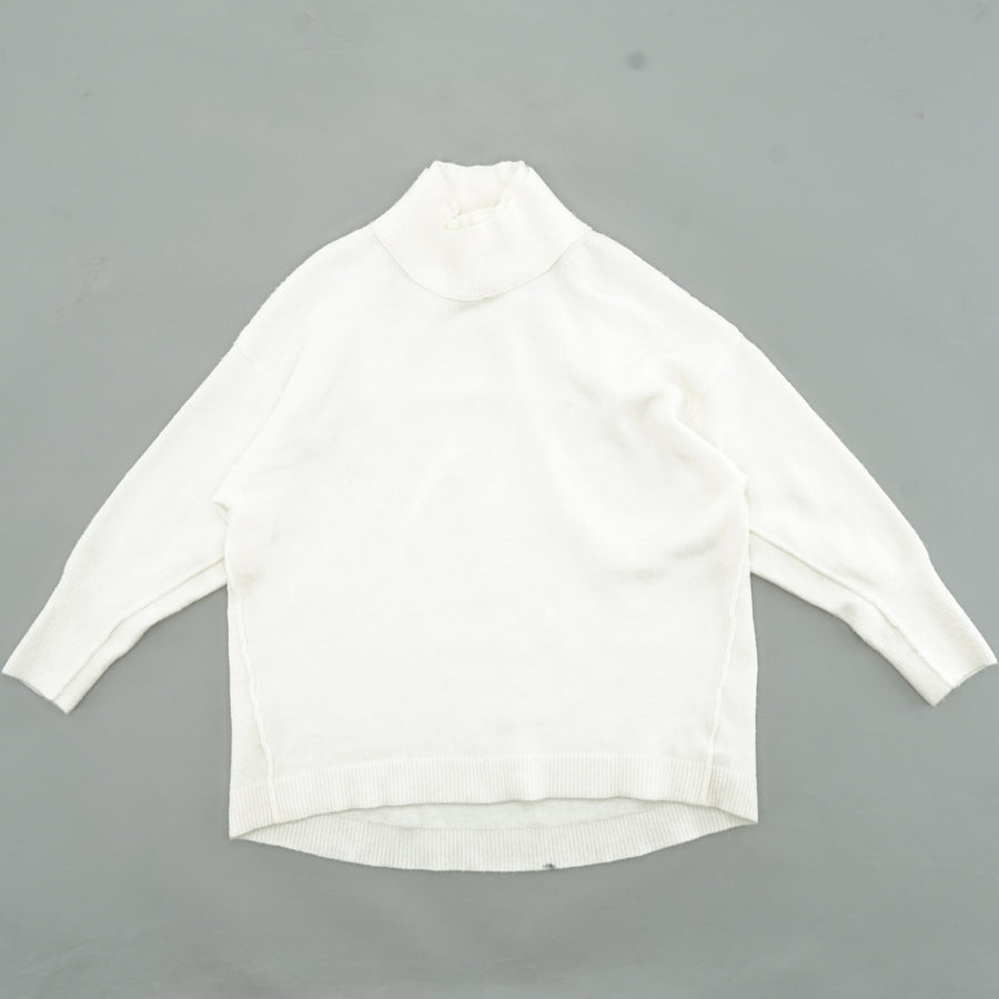 White Solid Turtleneck Sweater Size M