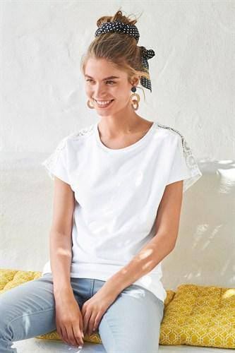 918111 SS LACE TEE WHITE 20 TOPS - Allsport