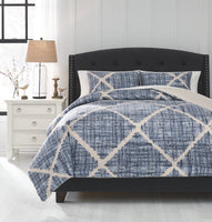 Sladen Signature Design by Ashley Comforter Set King
