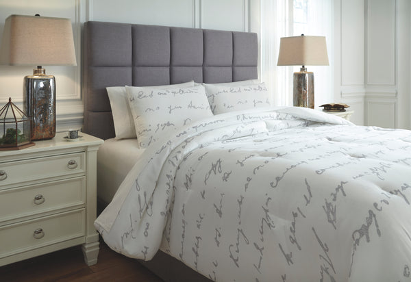 Adrianna Signature Design by Ashley Comforter Set Queen