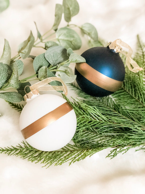 Isaac -  Navy/White/Gold Colour Block Baubles