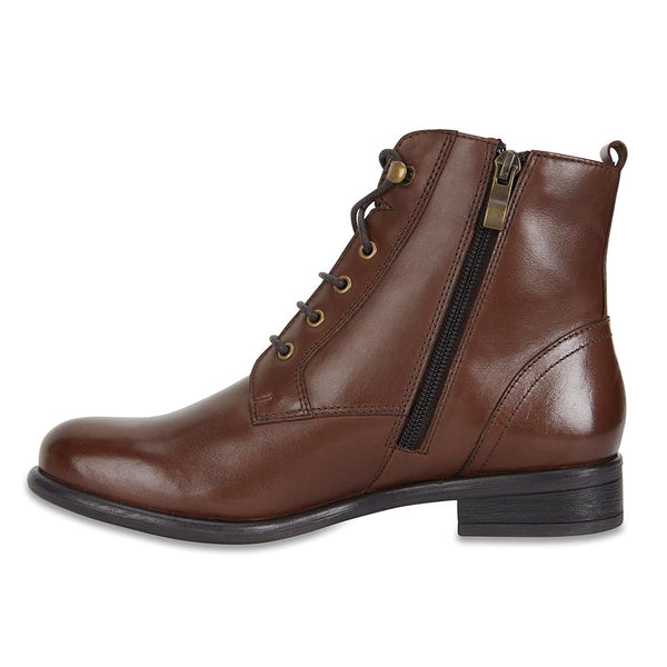 Badge Boot in Brown Leather