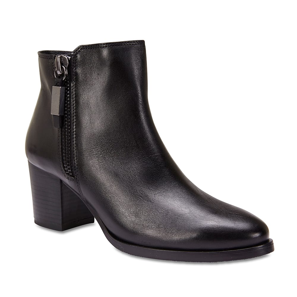 Dallas Boot in Black Leather