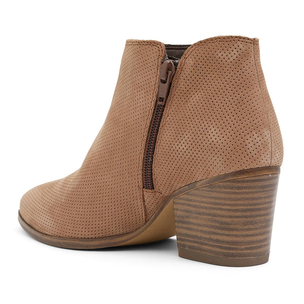 Dart Boot in Light Tan Nubuck