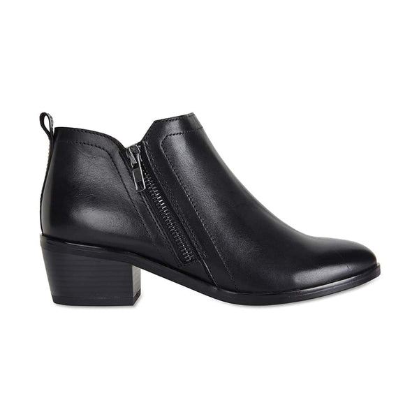 Direct Boot in Black Leather