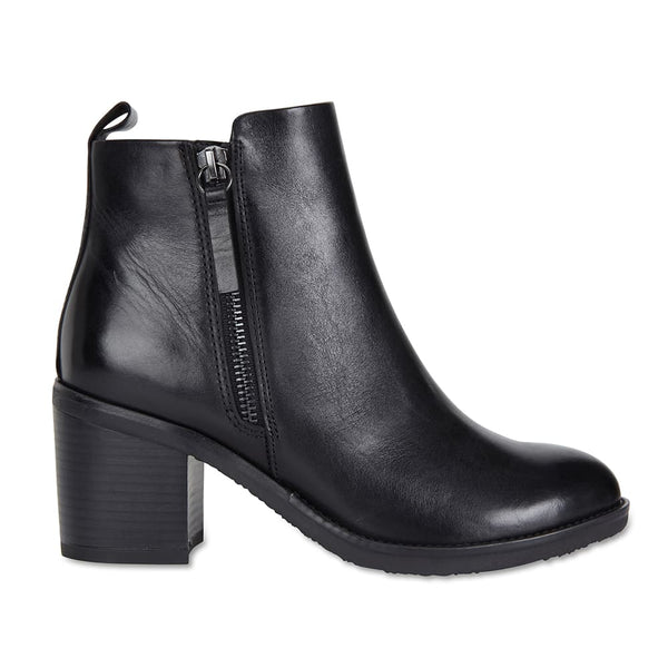 Faye Boot in Black Leather