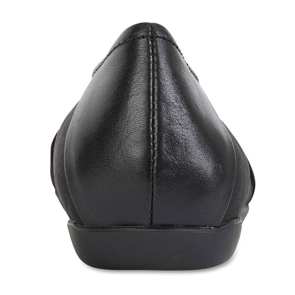 Fenton Flat in Black Leather