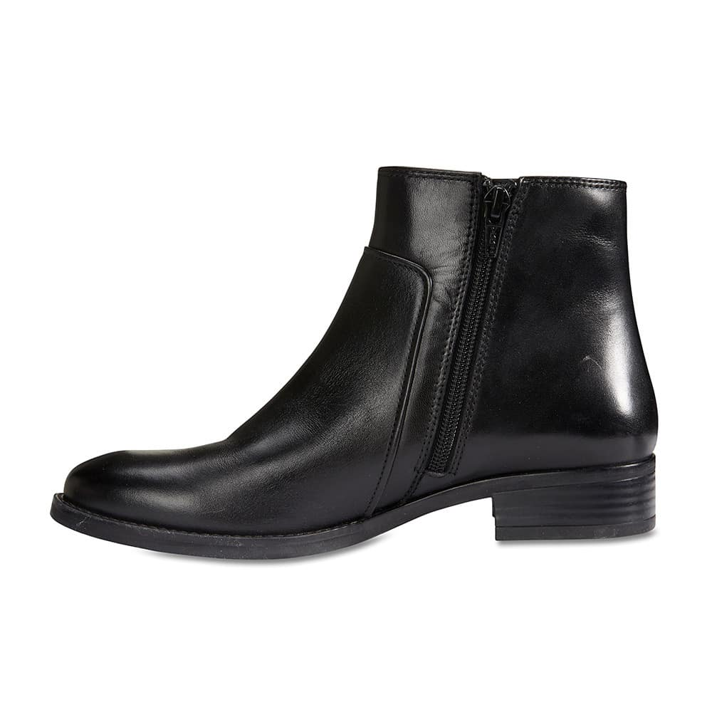 Glasgow Boot in Black Leather