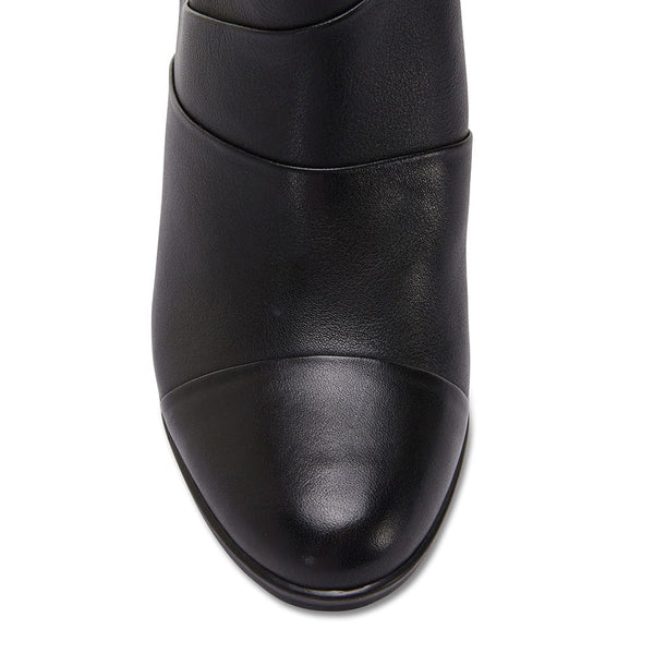 Marvin Boot in Black Leather