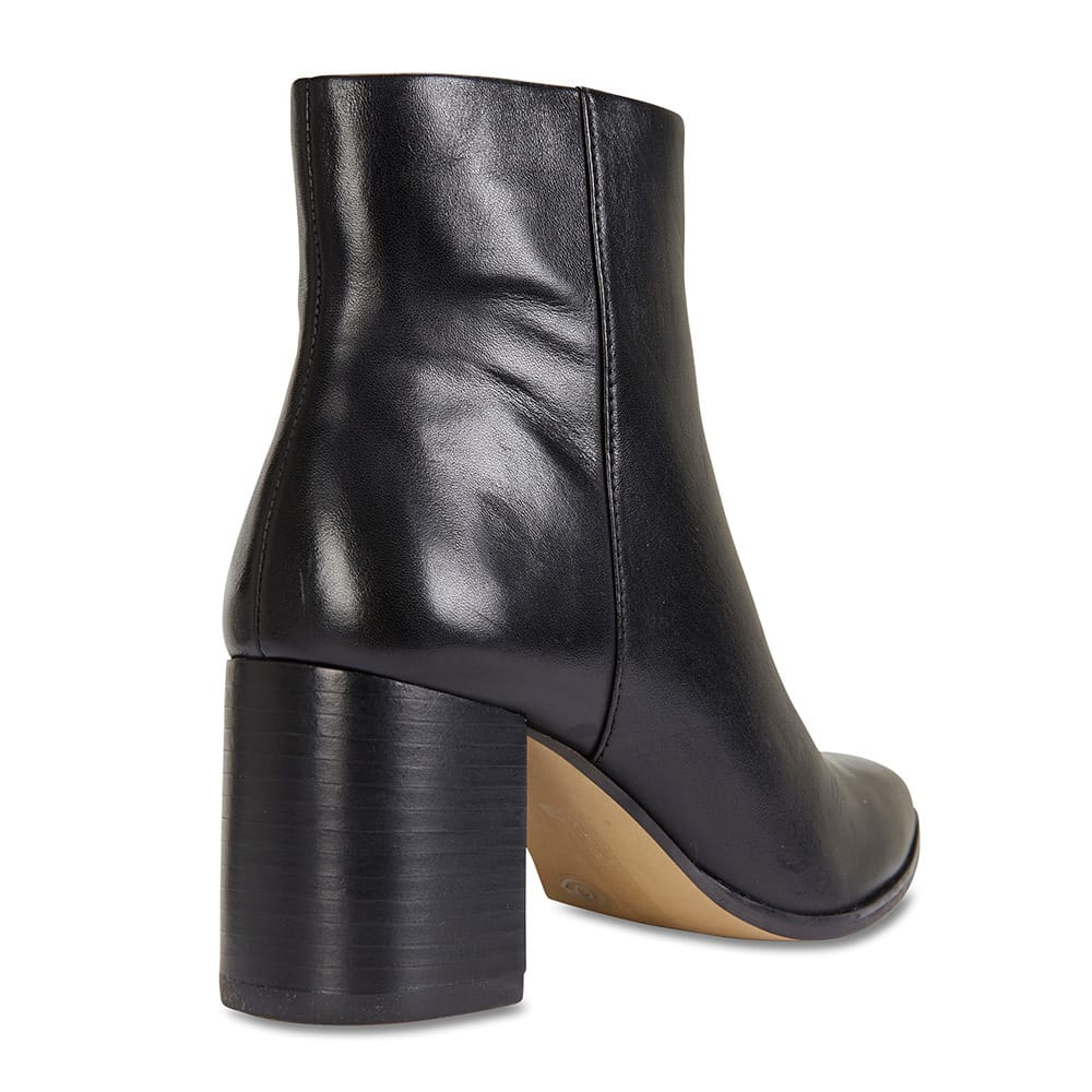 Moscow Boot in Black Leather